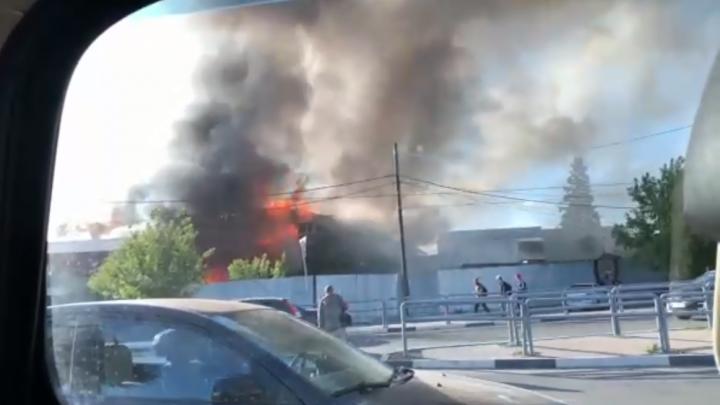 В Самаре огонь охватил несколько домов
