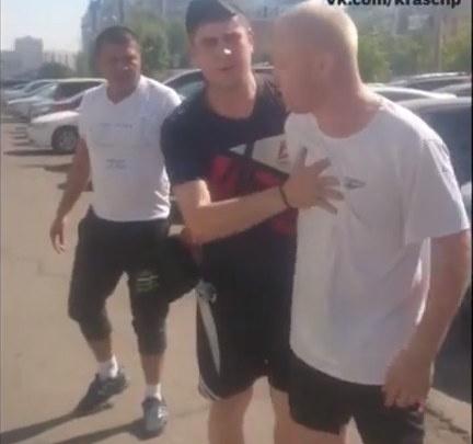 Обоих водителей автобусов уволили после шоу с дракой на Молокова