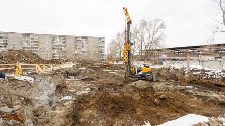 Вовсю работают экскаваторы: на ЖБИ начали строить новые дома