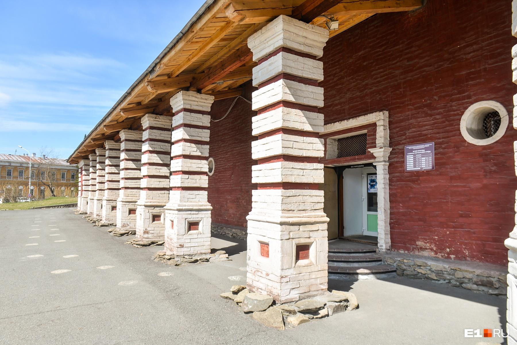 Вот бы и современные склады со временем становились памятниками архитектуры