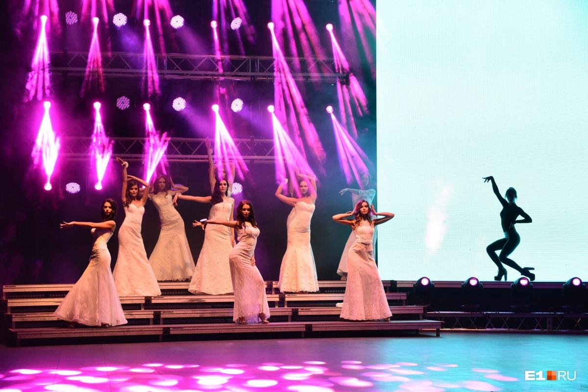 Девушки, безусловно, справились с танцами лучше, чем Рожков