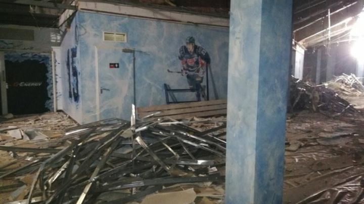 Появилась фотография из «Арены-Омск»: комплекс разбирают изнутри