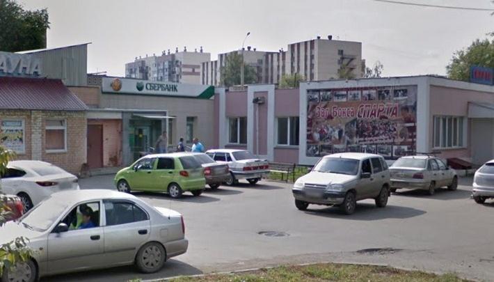 «Помешали прохожие»: воры в Челябинске попытались подорвать банкомат Сбербанка