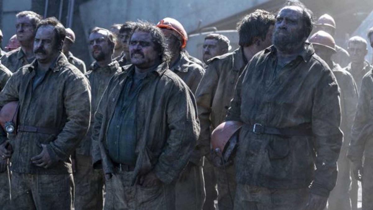 Тульские шахтеры соглашаются прорыть туннель под станцией. Они дают понять руководству, что делают это не по приказу, а по собственной воле
