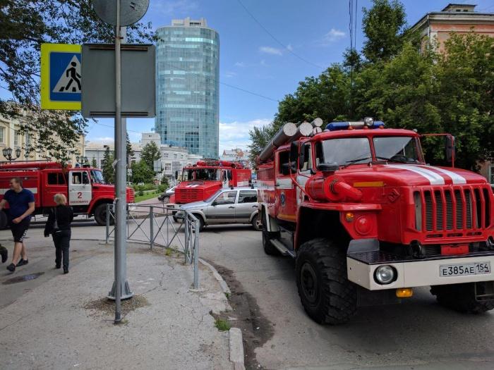 Пожарные машины на пересечении ул. Депутатской и Революции