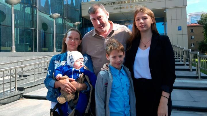 «Куда вам столько?»: многодетные семьи — об осуждении окружающих