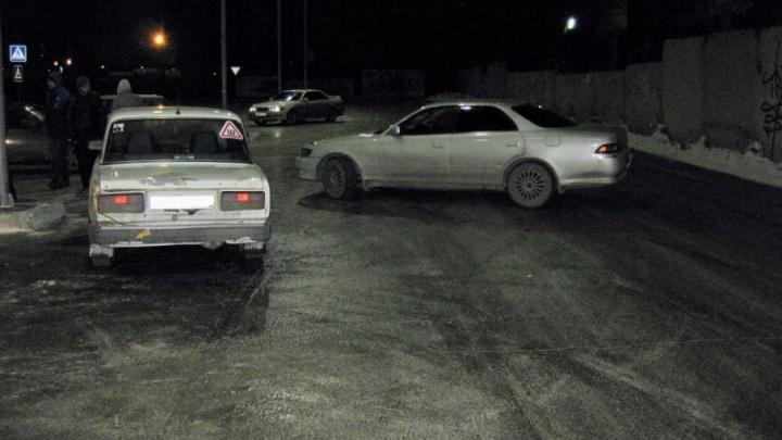 Занос на парковке перед магазином в Копейске обернулся ДТП