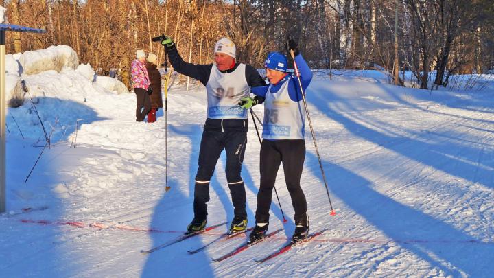 Почти две сотни новосибирцев встали на лыжи в Академгородке