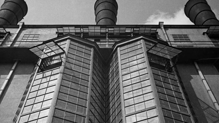 Заводы, электростанции, дома: в Екатеринбург привезли уникальные работы пионера советской фотографии
