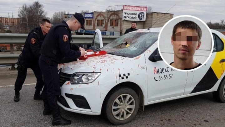 Пассажира, который изрезал лезвием таксиста, арестовали