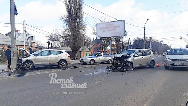 В Ростове на Еременко произошло лобовое ДТП