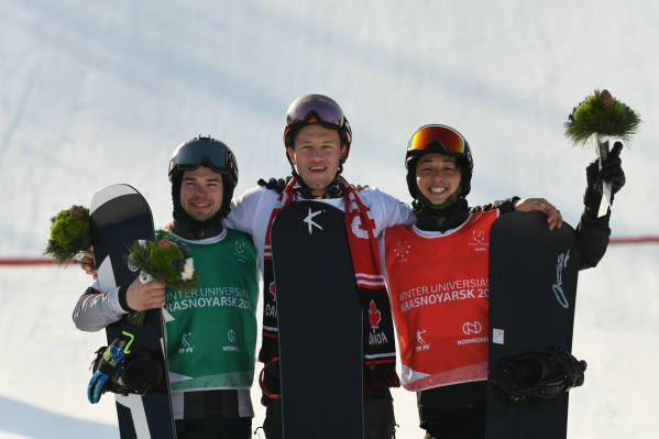 Победители Универсиады (слева направо): Даниил Дильман— серебро, Уилл Маллиш— золото,Йосики Такахара— бронза