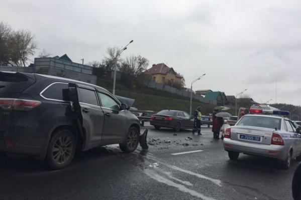 Авария произошла днем на проспекте Салавата Юлаева. Возможно образование пробки
