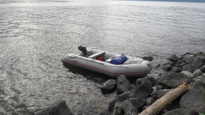 Три новосибирца попали в шторм на Телецком озере