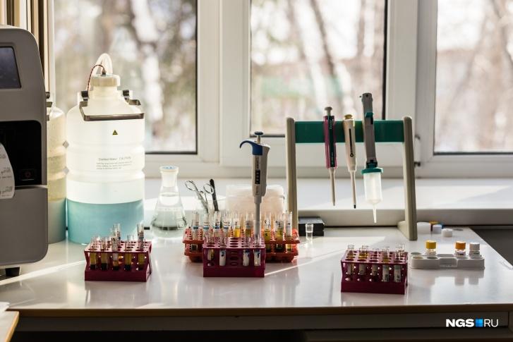 На диспансеризации флюорография помогает выявить заболевания дыхательной системы, кал на скрытую кровь — заболевания желудочно-кишечного тракта, общий анализ крови даёт терапевту общую некую картину о состоянии организма в целом