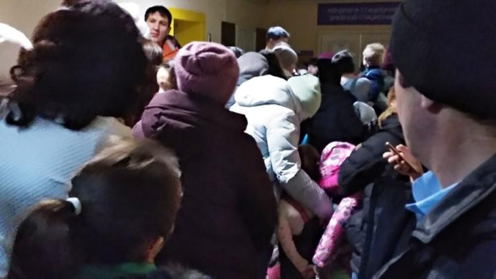 Запись на прием с сотого раза: жители Сибая устроили очереди в детской поликлинике