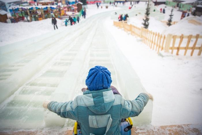 По словам врачей, дети чаще всего получают переломы после катания на плюшках и санках по ледяным склонам, но этой зимой из-за холодов травм было меньше