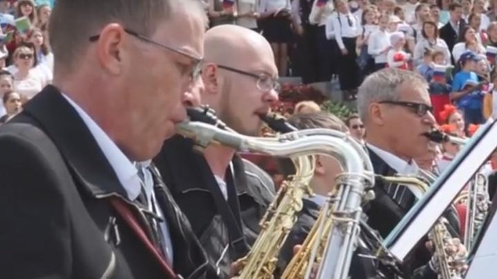 В Историческом сквере полторы тысячи человек спели песни о любви к родному городу