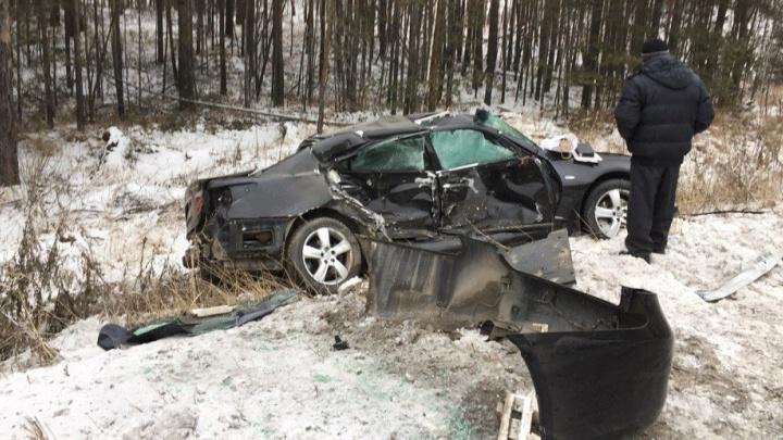 Водитель представительского Lexus не сумел удержать авто на Режевском тракте и улетел в лес
