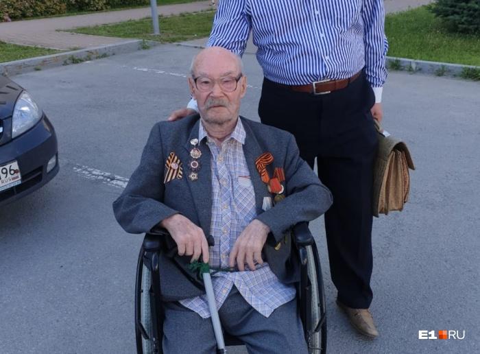 Ханиф Ситдиков возле Свердловского областного суда