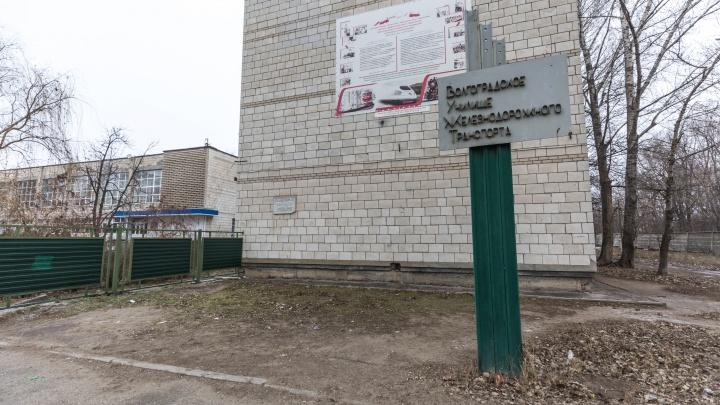 В Волгограде директор железнодорожного техникума торговал дипломами машиниста