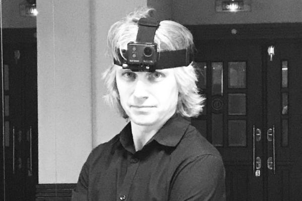 Чтобы снять необычный ролик, на голову дирижера оркестра Дмитрия Васильева надели экшн-камеру