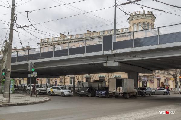Спустя два года после ремонта вновь потребовали привести в порядок Комсомольский мост