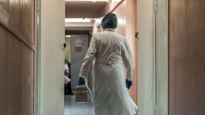 Теперь ищут тех, кто жалуется: поликлиника всё-таки заплатила медсёстрам после публикаций НГС