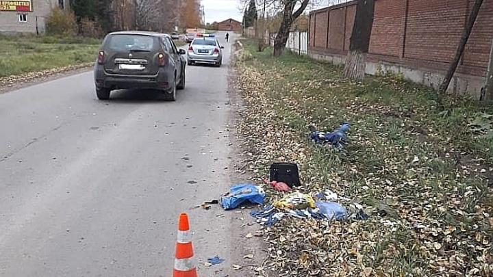 В Башкирии водительRenault Duster сбил женщину, которая шла по обочине дороги