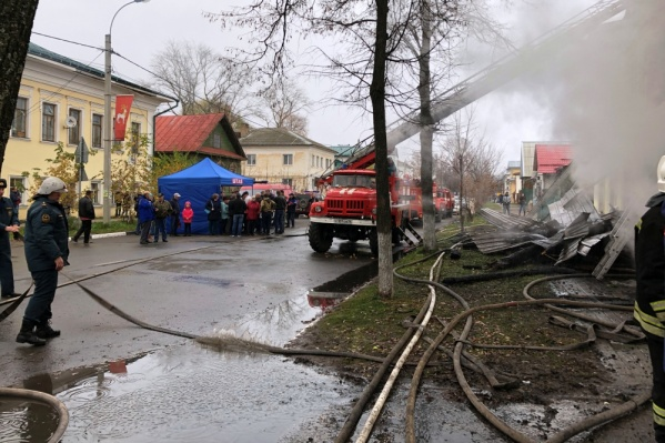 Пожар в Ростове тушили несколько часов