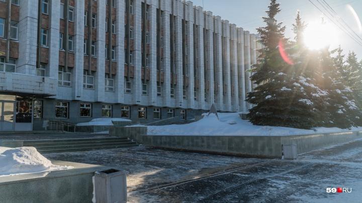 В Перми замминистра строительства сломала рёбра, поскользнувшись у администрации