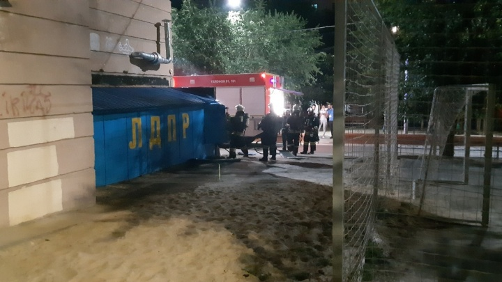 Искры и скрежет металла: опубликовано видео пожара в волгоградском офисе ЛДПР