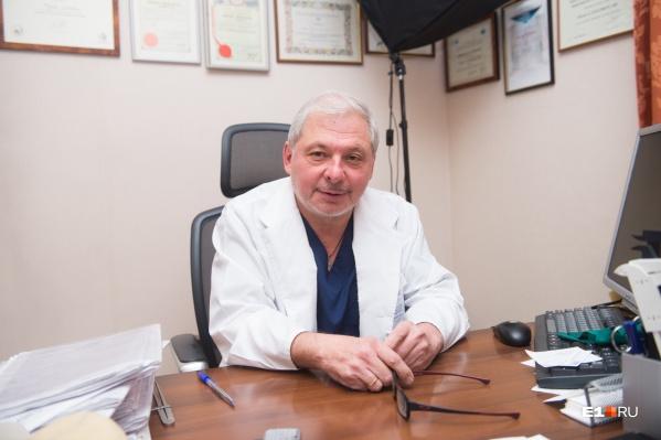 Николай Голубков начинал работать хирургом в Свердловской железнодорожной больнице, еще тогда он делал свои первые пластические операции