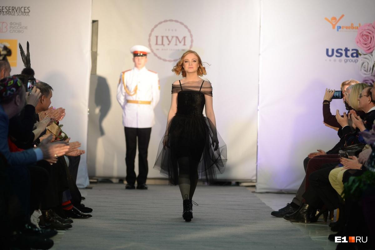 Некоторые платья выглядят так, как будто сшиты профессиональными модельерами