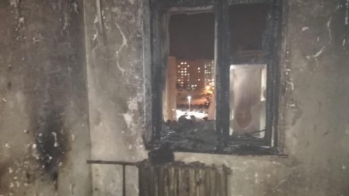 Многодетную семью из Благовещенска пожар оставил без квартиры