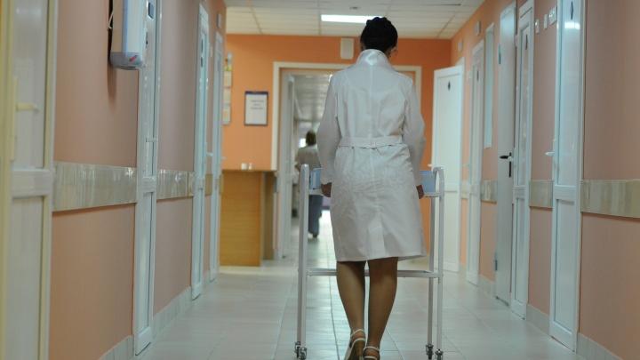 Свердловские учителя и врачи в этом году заработали вдвое меньше москвичей