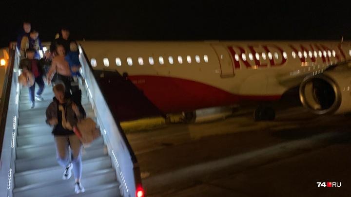 «Подогнали технику, всех высадили»: самолёт в Анталью не вылетел из Челябинска из-за двигателя
