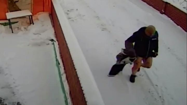 В Екатеринбурге спалили коттедж бизнесмена, который помог посадить Сиволапа: видео