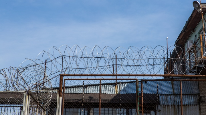 Заключённый ранил заточкой в живот сотрудника колонии под Новосибирском