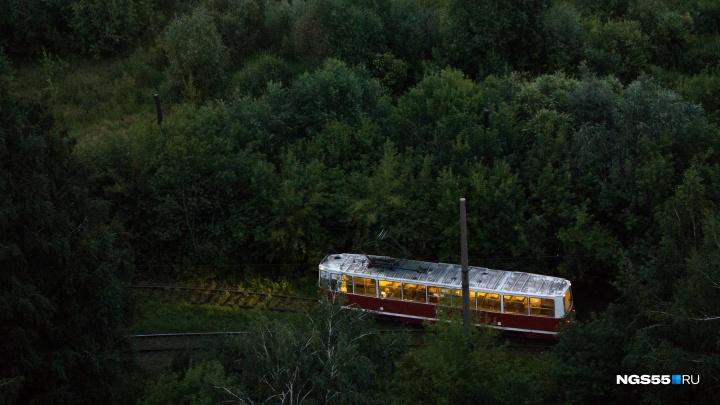 Пенсионерка отсудила почти 700 тысяч рублей за то, что упала в трамвае