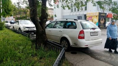 «Я паркуюсь как...»: машины против бабушек и наказание за преступление