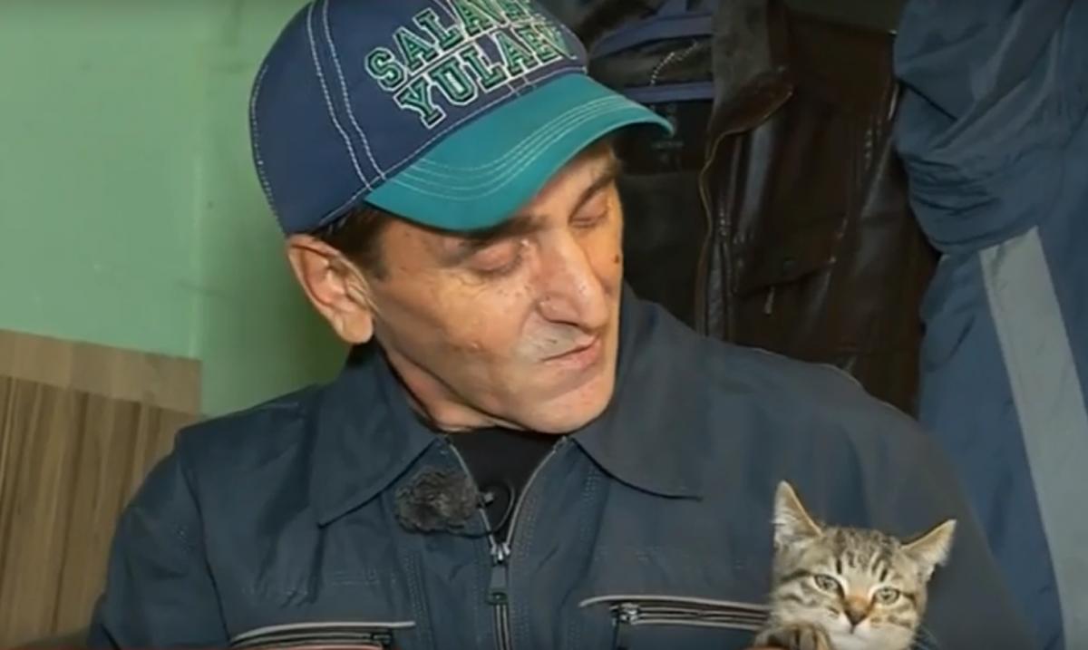 Мужчина говорит, что после спасения людей жизнь у него разладилась