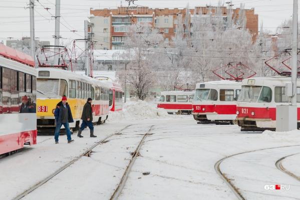 По Ново-Садовой следует много трамвайных маршрутов