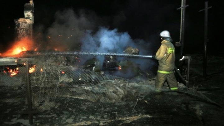 В Зауралье крупный пожар уничтожил 14 жилых домов в селе Мыркайское