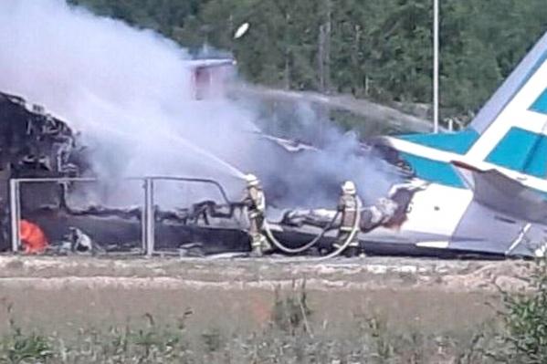 Самолёт загорелся после столкновения с очистными сооружениями