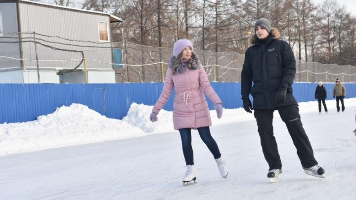 Прокатимся? В Екатеринбурге залили больше двух десятков бесплатных катков