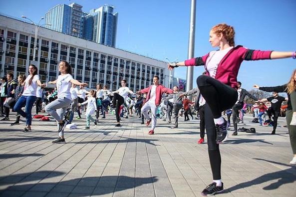 «Когда в Нижнем Новгороде?»: Олег Тактаров проведет городскую зарядку на главной площади Краснодара