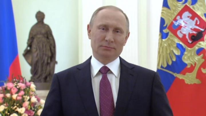 Владимир Путин поздравил россиянок с 8 Марта стихами Андрея Дементьева