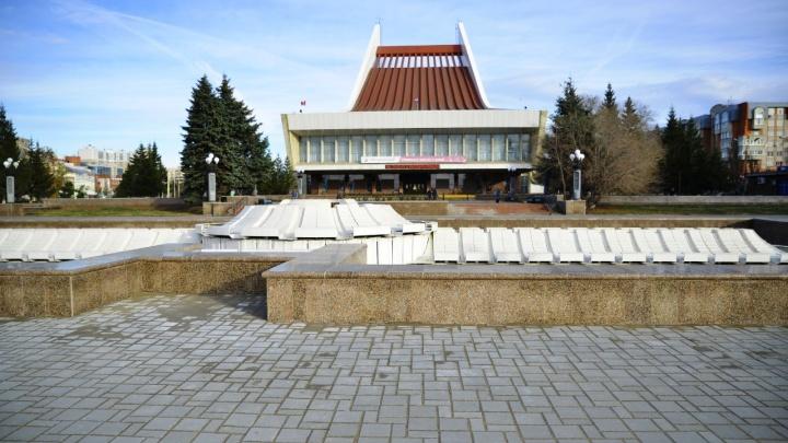 В Омске завершили первую очередь благоустройства Театральной площади