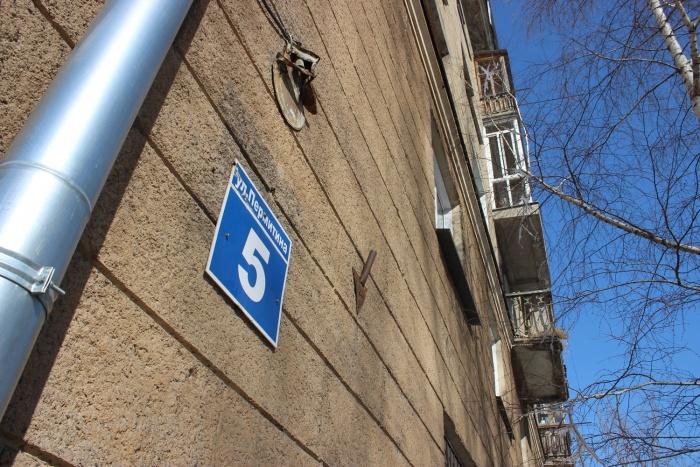 Жильцы дома на улице Пермитина, 5 пытаются выяснить, каким образом им насчитали такие большие долги
